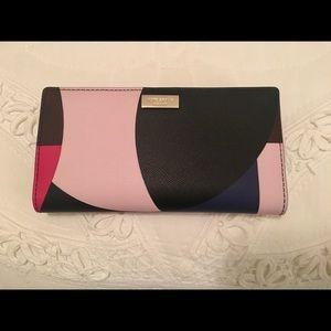 Kate Spade Wallet. NWOT. Absolutely beautiful!